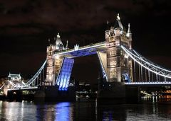 Removal of Olympic Rings from Tower Bridge